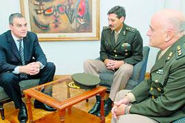 Autoridades del Ejército visitaron al Lic. Gustavo Ick